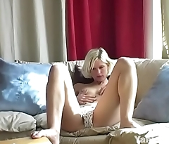 Yanks Blonde Kimber Fingers Her Pussy