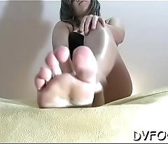 Sexy beauty grinds one-eyed monster and gets her hot toes sucked