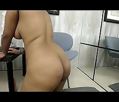Sexy black slut free ass twerking show